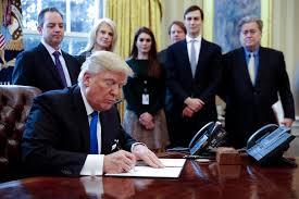 trump-signing-exec-orders