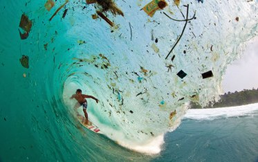 Surfing junk_ocean-plastic-pollution_Monterrey Bay Aquarium